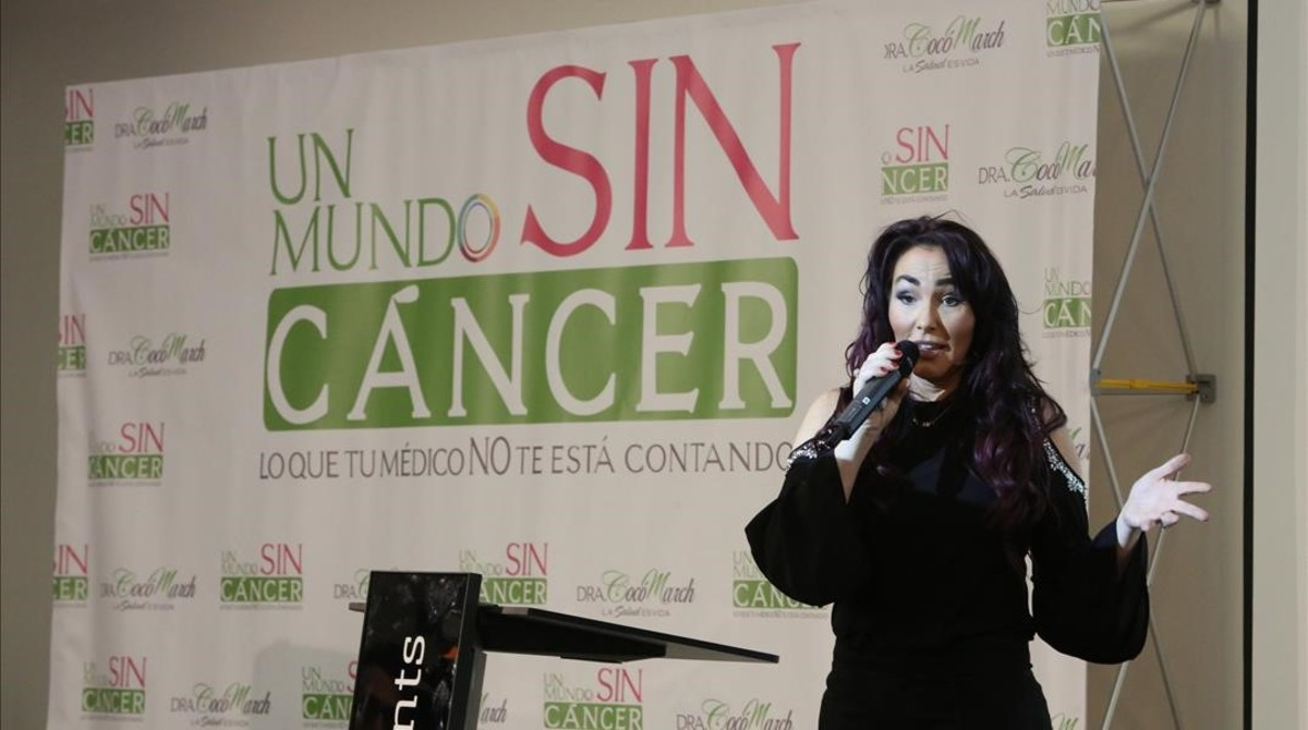 Coco March, organizadora del acto, durante una de sus intervenciones.