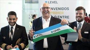 El consejero delegado de Level,Vincent Hooder, inaugura la ruta directa Barcelona-Santiago de Chile.