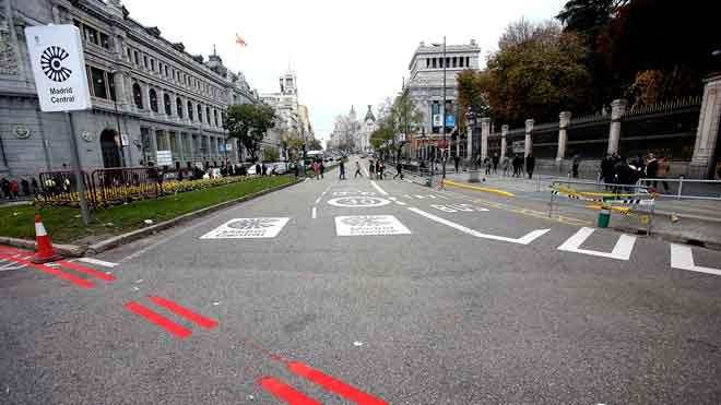 Carmena obre camí amb la primera zona de baixes emissions d'Espanya