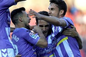 El defensa del Valladolid, Kiko Olivas, celebra su gol en el estadio de Los Pajaritos
