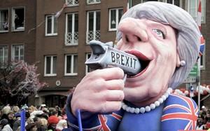 Una carroza que representa a la primera ministra británica, Theresa May, se mofa del 'brexit'.