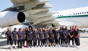 La expedición del PSG antes de volar a China en el aeropuerto de París.