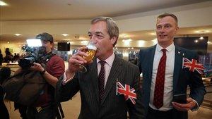 Farage celebra la salida del Reino Unido de la UE.