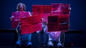 Los actores de Joglars en una escena de Zénit que se representará el27 de junio en elTeatre Narcís Masferrer.