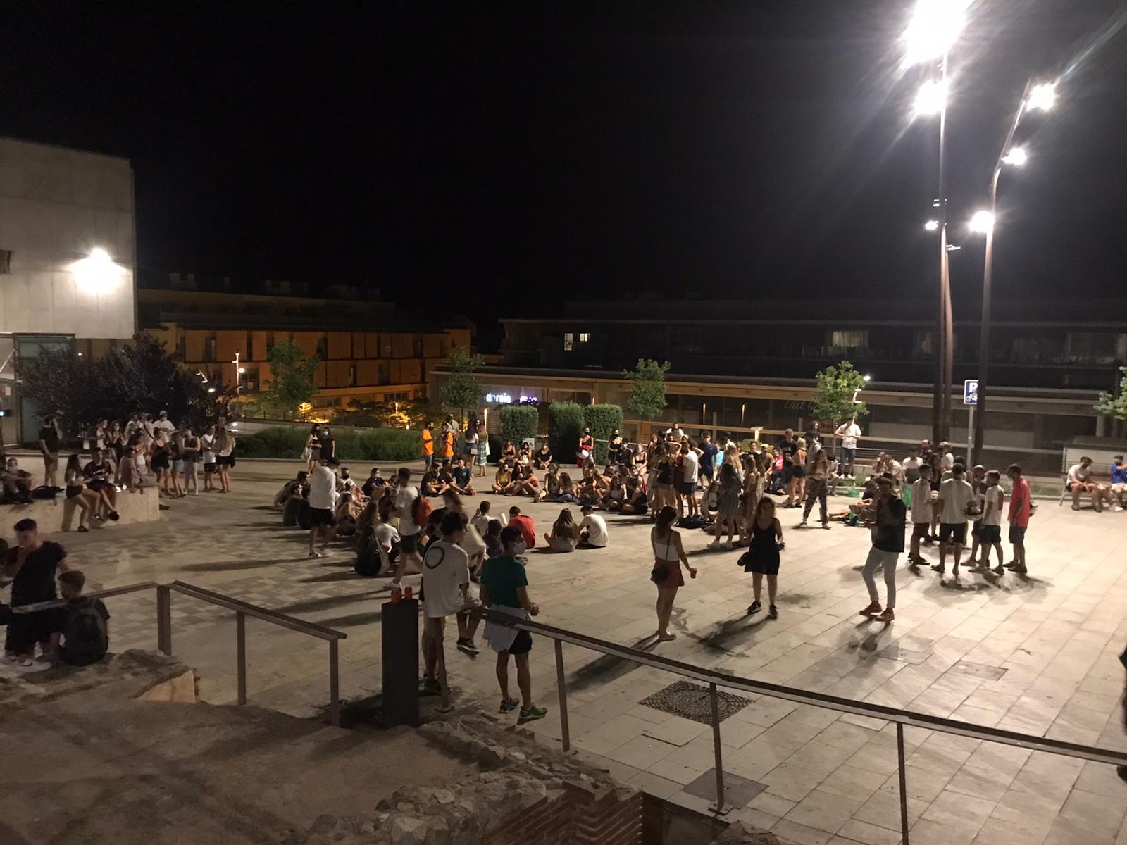 Fiesta en las calles de Mataró a pesar de las restricciones por los rebrotes