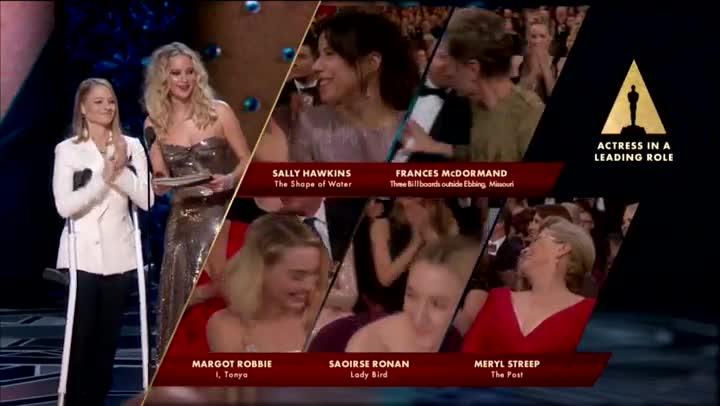 La intèrpret va demanara totes les dones nominades en aquesta edició dels Oscars que es posessin dretes.
