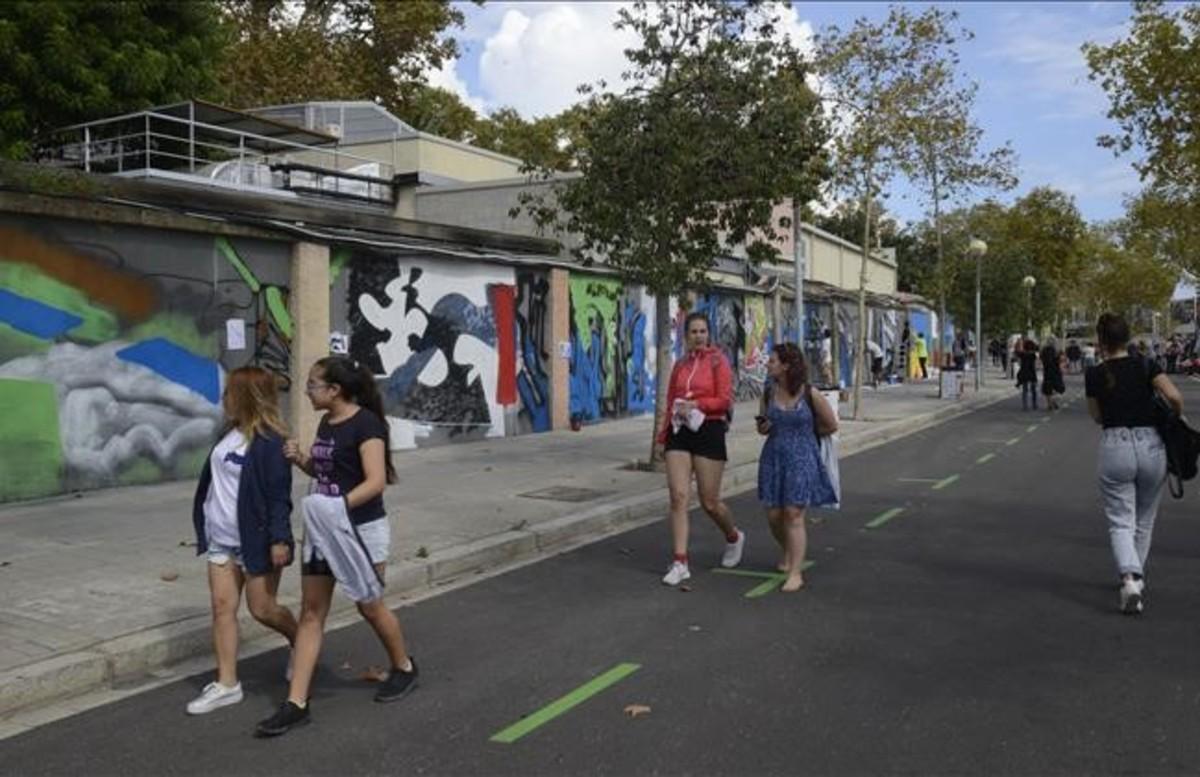 Exhibición de arte urbano en el Mur transitable del paseo de la Circumval·lació.