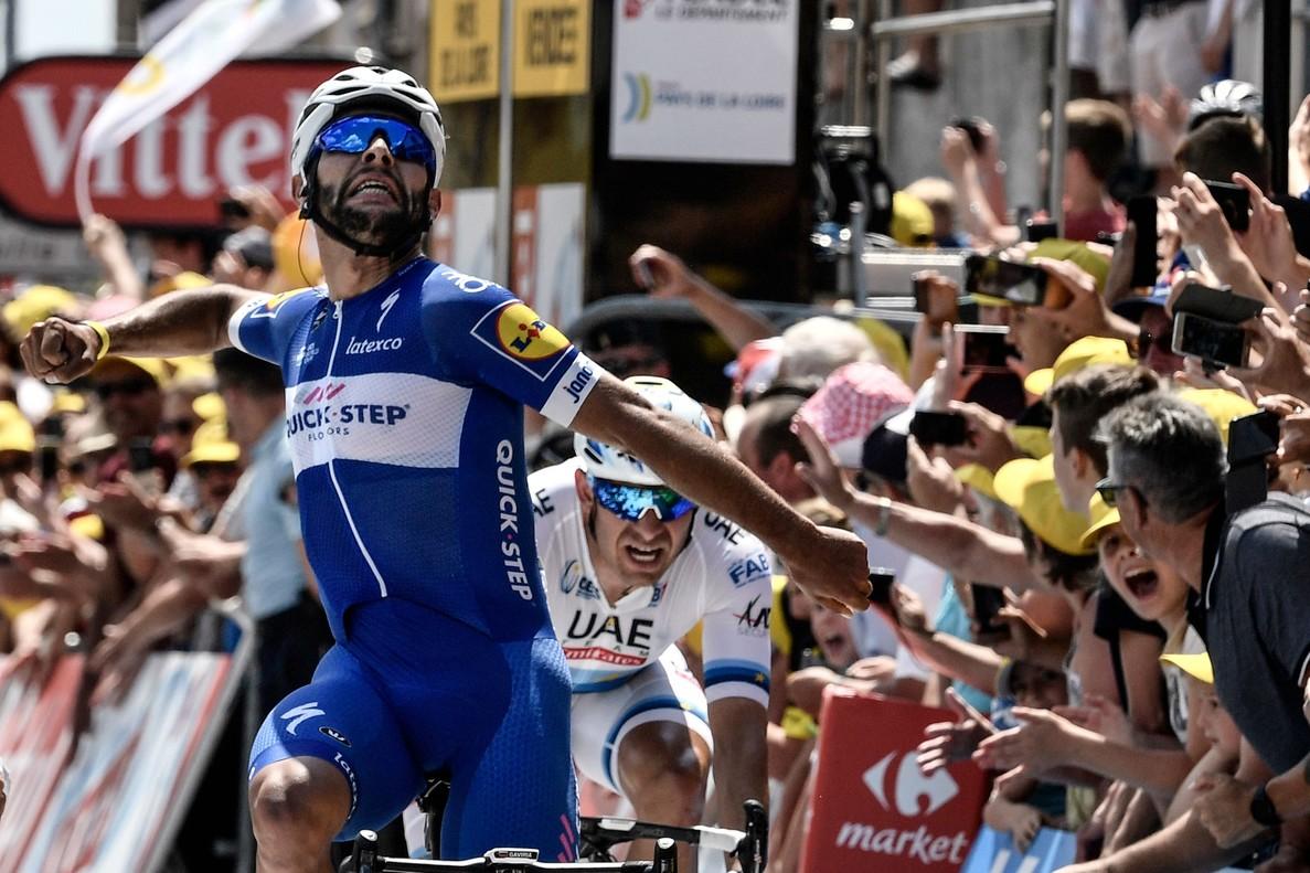 Fernando Gaviria se impone en la primera etapa del Tour.