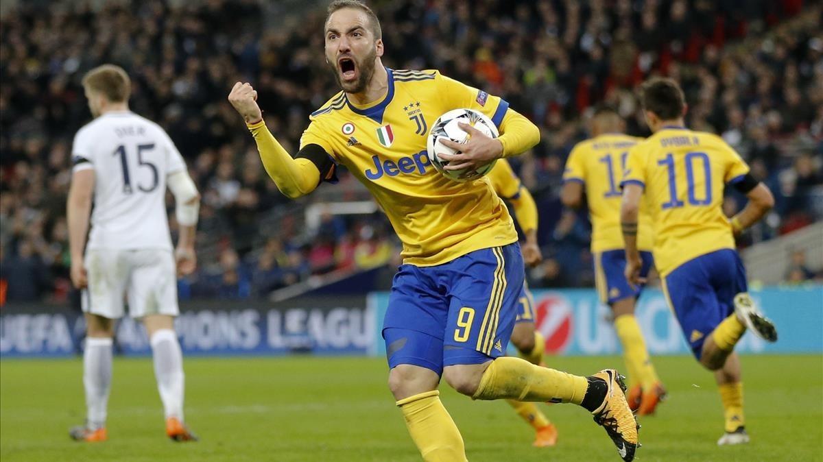 Higuaín celebra su primer gol de la Juventus en Wembley.