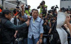 Jimmy Lai Chee-ying, en lasprotestas en contra del Gobierno chino.