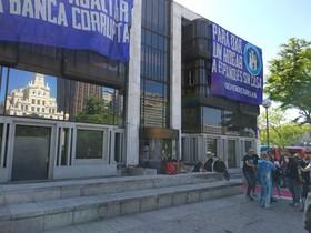 La Policia Nacional desallotja el Hogar Social Madrid de l'okupat Banco Madrid