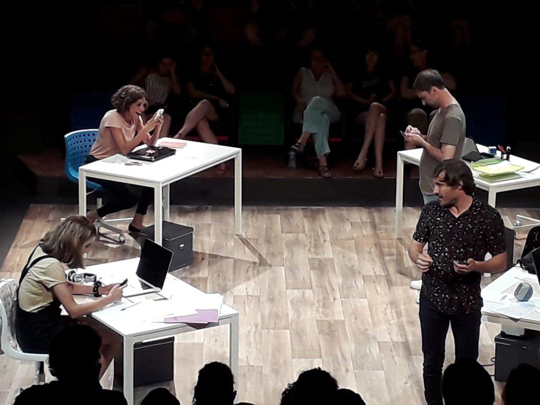 Los protagonistas son cuatro jóvenes 'freelance', sin mucho trabajo.
