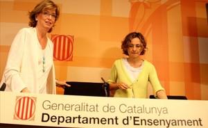 Irene Rigau y Meritxell Ruiz (a la derecha), en la Conselleria dEnsenyament, en una imagen de julio del 2014.