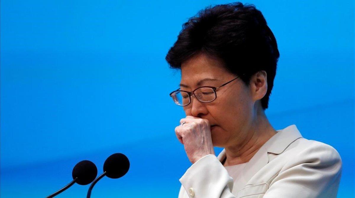 La jefa ejecutiva de Hong Kong, Carrie Lam. durante su comparecencia.