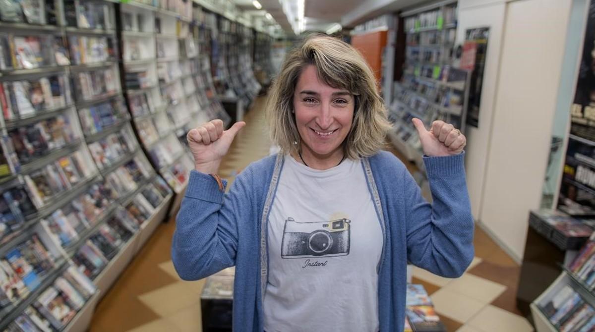 Aurora Depares, dueña de Video Instan, el videoclub más antiguo de España