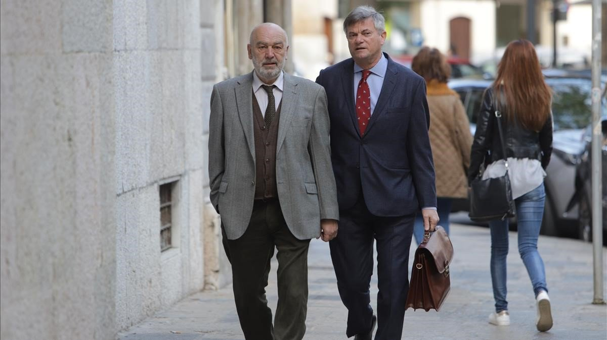 El juez Miguel Florit (izquierda), en los juzgados de Palma