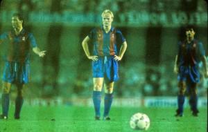 Koeman se prepara para tirar un penalti en el Camp Nou ante la Real Sociedad (temporada 1991-92).