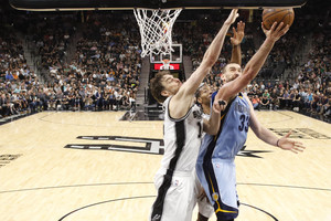 Apr 4, 2017; San Antonio, TX, USA; Memphis Grizzlies center Marc Gasol (33) shoots the ball as San Antonio Spurs center Pau Gasol (left) and Kawhi Leonard (behind) defend during the second half at AT&T Center. The Spurs won 95-89 in overtime. Mandatory Credit: Soobum Im-USA TODAY Sports