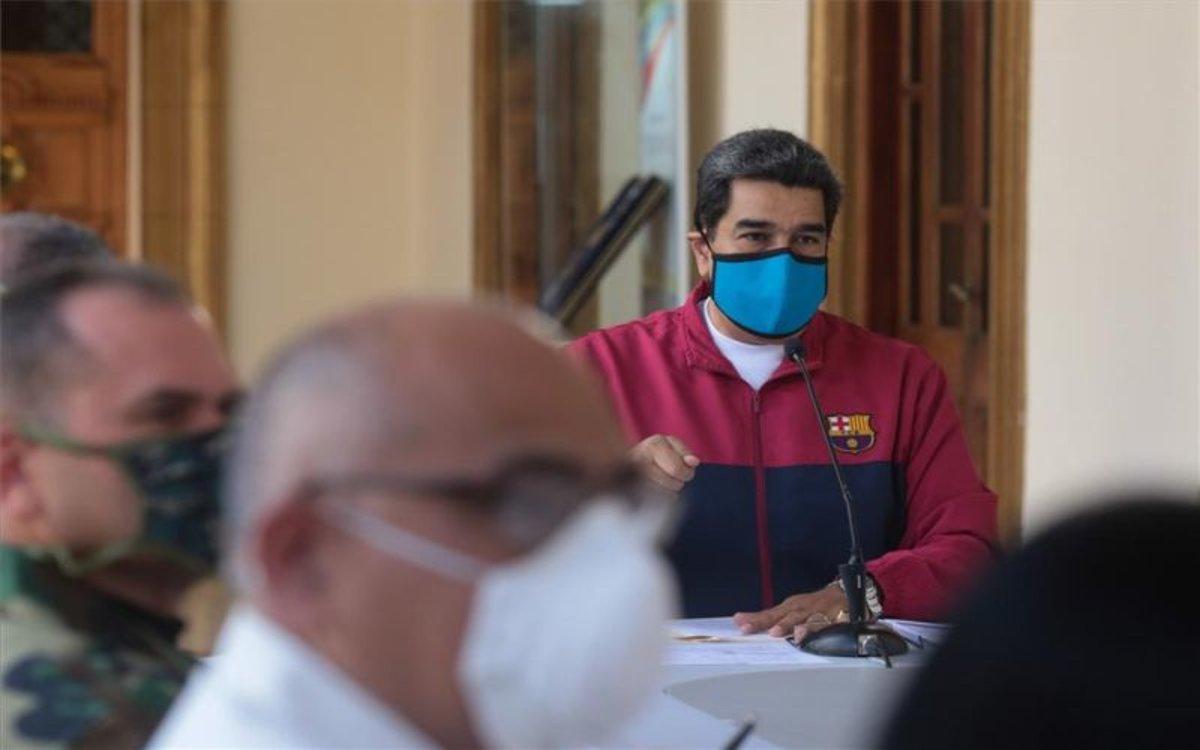 Nicolás Maduro con mascarilla por el coronavirus.