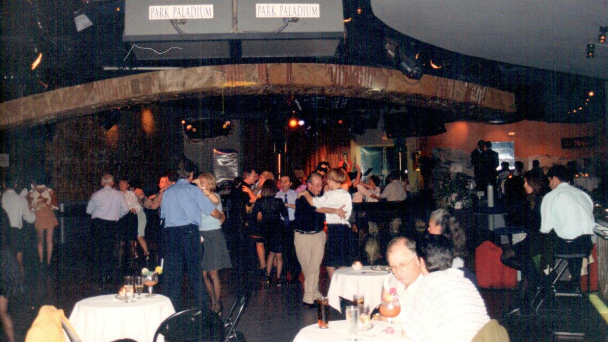 Noche de baile sin freno en la discoteca Paladium, en la Zona Hermética de Sabadell.
