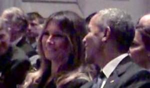 Momento en que Melania Trump sonríe tras intercambiar impresiones con Barack Obama durante el funeral de Barbara Bush.