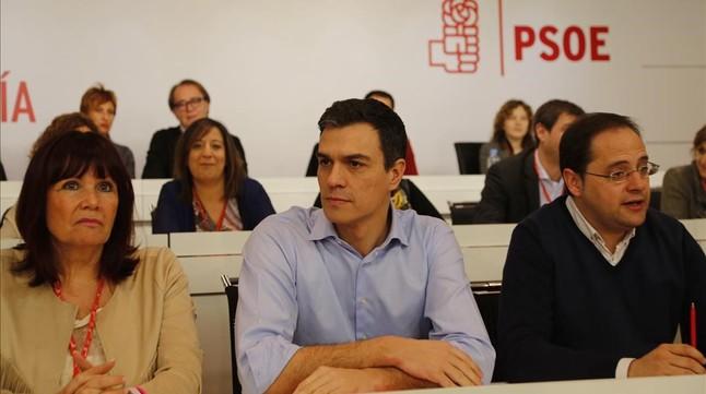 Pedro Sánchez, en el centro, durante el comité federal de los socialistas, este lunes.