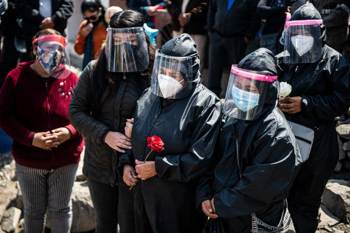 Hasta la fecha más de 20 mil personas hay muerto en Perú a causa del virus.