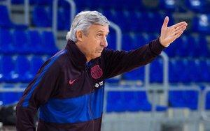 Pesic da instrucciones en un entrenamiento del Barça en el Palau.