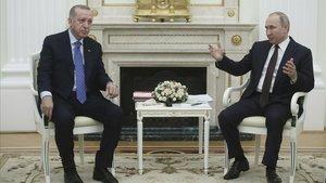 El presidente turco, Recep Tayyip Erdogan, y el ruso, Vladímir Putin, este jueves durante su encuentro en Moscú.
