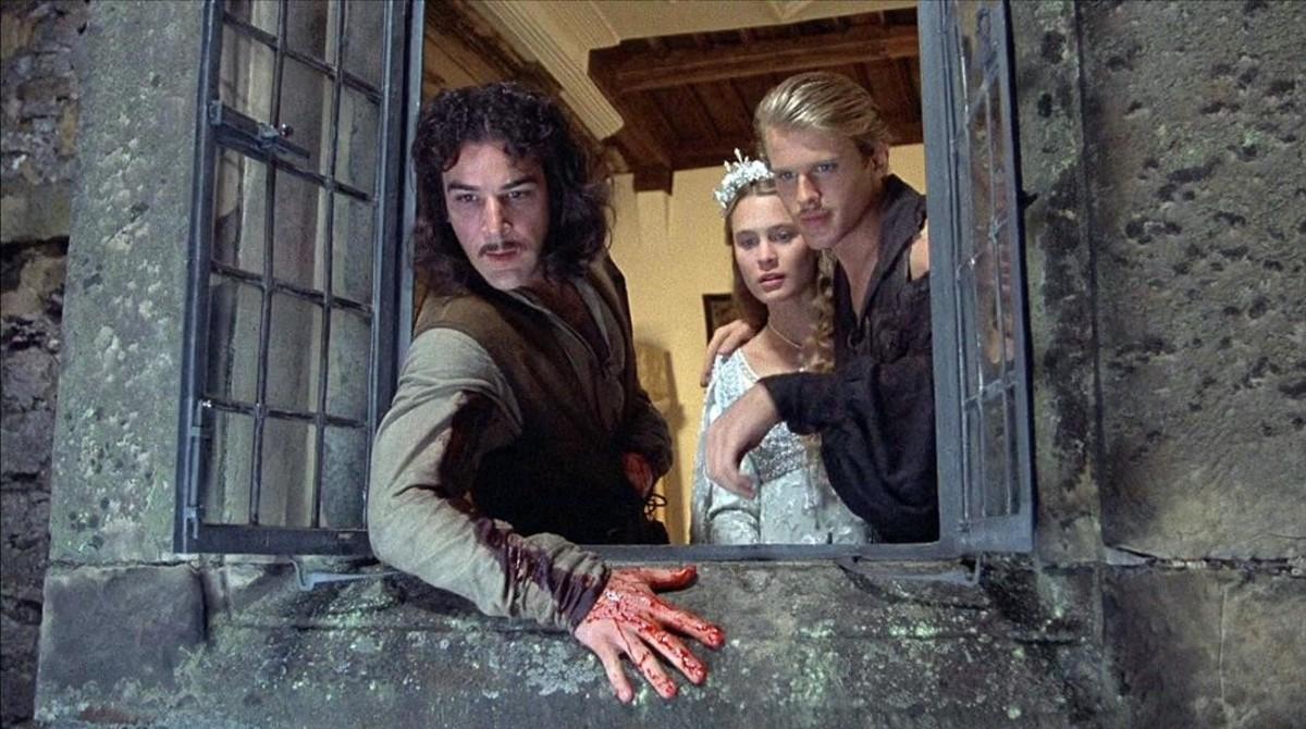 Ínigo Montoya, Buttercup y Wesley, en un fotograma de 'La princesa prometida', de Rob Reiner, que popularizóel libro de William Goldman que Ático reedita en marzo.