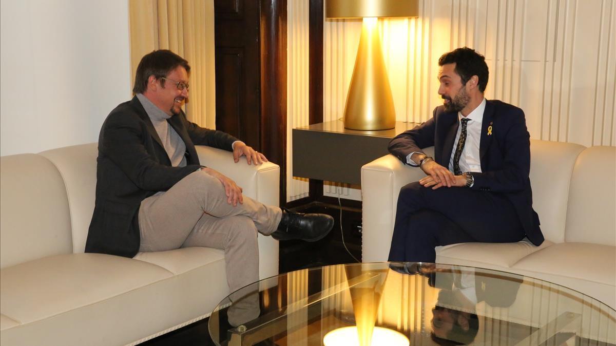 Reunión de Xavier Domènech con Roger Torrent, este jueves en el Parlament, primera de la ronda de contactos con los grupos del presidente de la Cámara.