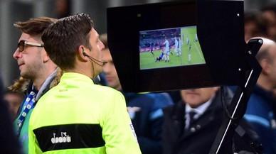 Los árbitros se modernizan con Velasco Carballo y el VAR