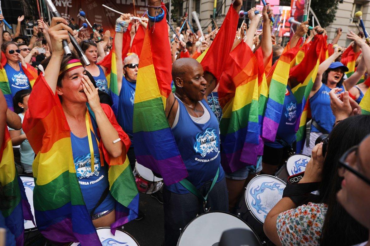Activistas y políticos defensores de los derechos LGTBI conmemoraron los 50 años delas revueltas del bar gay Stonewall.