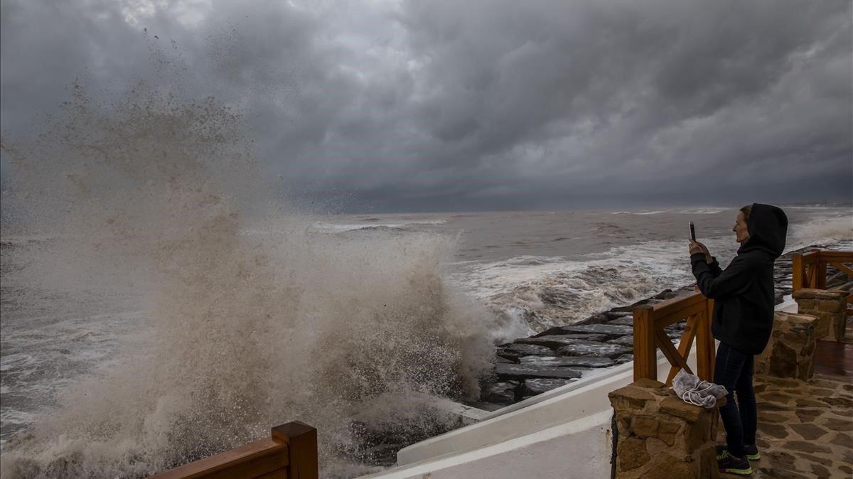 Temporal de lluvia y viento en la playa de la Almenara (Castellón), en octubre del 2018.