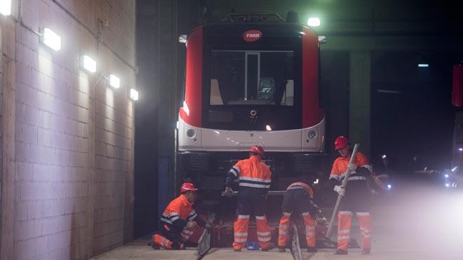 TMB empieza a recibir los nuevos metros para reforzar las líneas con más usuarios.