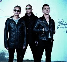 El trío británico Depeche Mode, en una foto de estudio.