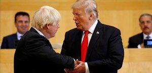 Trump saluda a Johnson en el 2017, cuando aún era ministro de Exteriores.