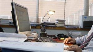 Las webinars son seminarios o charlas sobre algún tema en concreto en directo o en diferido y por Internet.