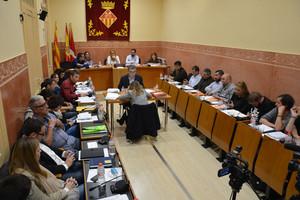 Una reunión del pleno del Ayuntamiento de Rubí.