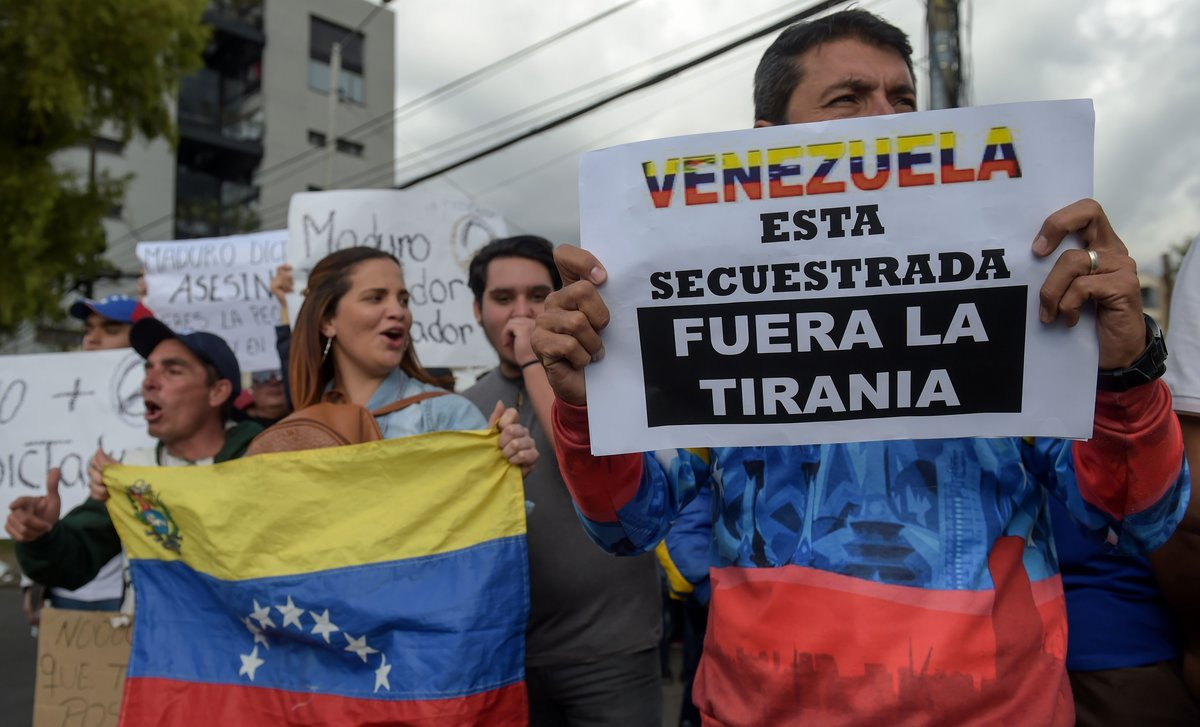Venezuelans living in Colombia protest in front of their consulate in Bogota against Venezuelan President Nicolas Maduro s new term in office   Photo by Raul ARBOLEDA   AFP