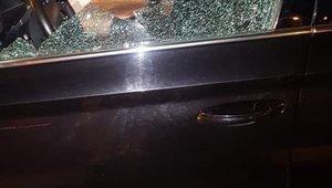 La ventana del VTC atacado con un arma de fuego