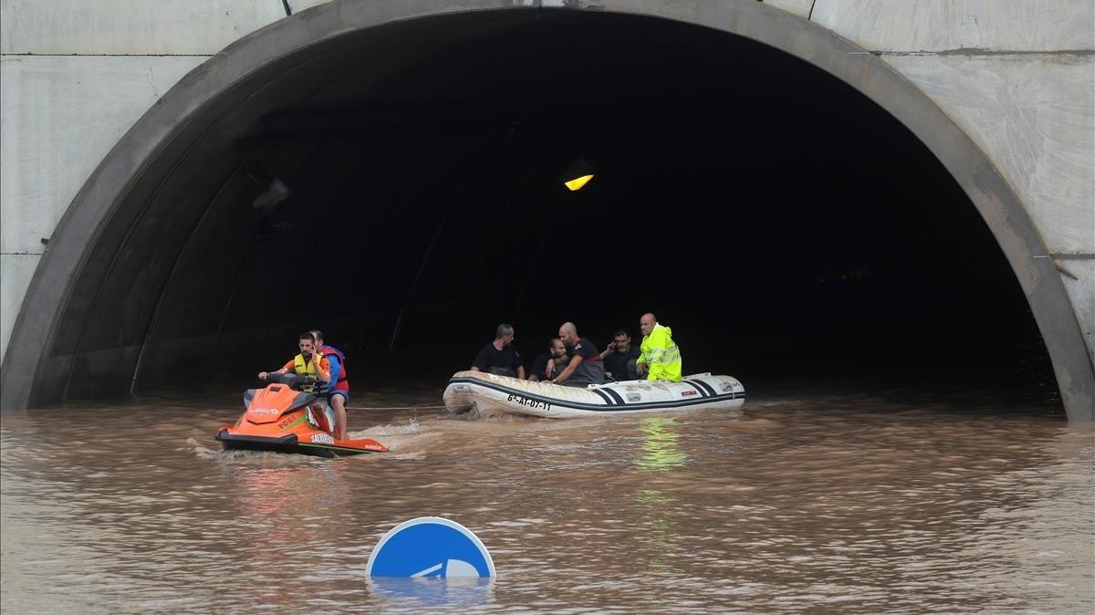 Vídeo   Rescatados varios conductores de un túnel de la AP7 en Alicante