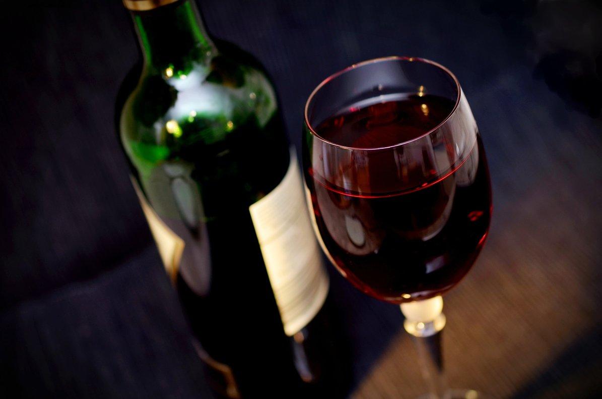 """Organizan una charla para alcohólicos anónimos y les invitan a un """"vino español"""" después"""