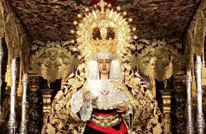 La Virgen de la Piedad con el fajín del dictador Francisco Franco.