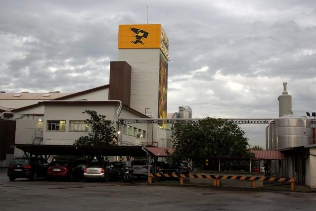 Vista general del exterior de la nueva fábrica de Cacaolat en Santa Coloma de Gramenet.