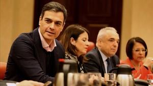El secretario general del PSOE, Pedro Sánchez, en la reunión del grupo socialista en el Congreso.