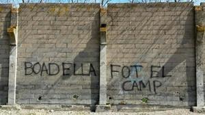 Pintada contra Boadella al seu poble de Girona