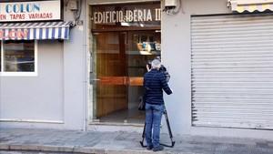 Portal del edificio de Blanes en el que se cometió el crimen