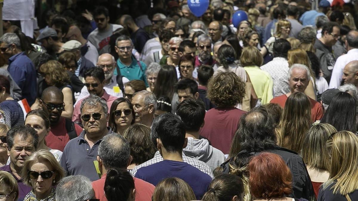 Afluencia en Rambla Catalunya en el último Sant Jordi.