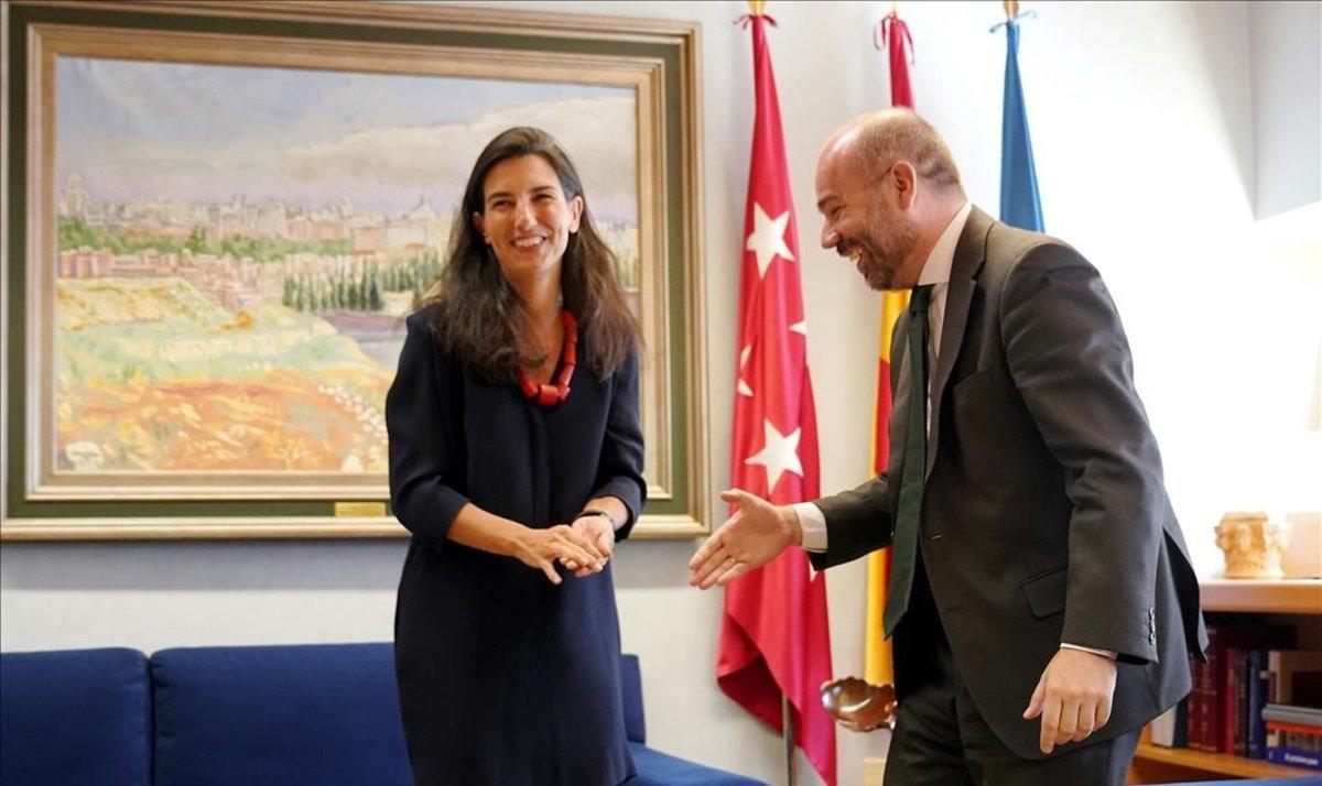 La candidata de Vox, Rocío Monasterio, y el presidente de la Asamblea de Madrid, Juan Trinidad